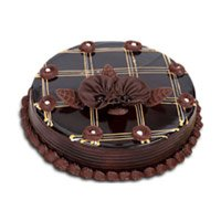 Send Karwa Chauth Cakes to Mumbai : 1 Kg Chocolate Cake to Mumbai