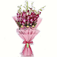 Send Online 10 Pcs Ferrero Rocher with 10 Red White Roses Bouquet to Mumbai