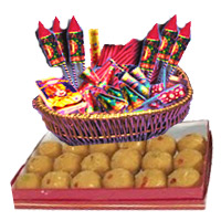 Online Diwali Gifts Delivery in Mumbai Same Day consisting 1 Kg Besan Laddoos with Assorted Crackers worth Rs 2000