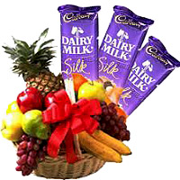 Place Order For 2 Kg Fresh Fruits Basket with 3 Dairy Milk Silk Chocolate in Mumbai
