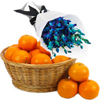 Online Friendship Day Gifts of Blue Orchid Bunch 10 Flowers Stem with 18 pcs Fresh Orange Fruits to Mumbai