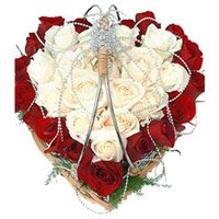 Christmas Flowers Delivery in Mumbai to Deliver Red White Roses Heart 40 Flowers to Nagpur