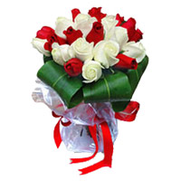 Place Order to send Red White Roses Bouquet 15 flowers to Mumbai for Friends